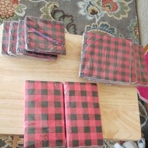 Black and red checkered napkins